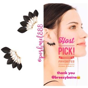 :: S&D Black Leather Feather Earrings